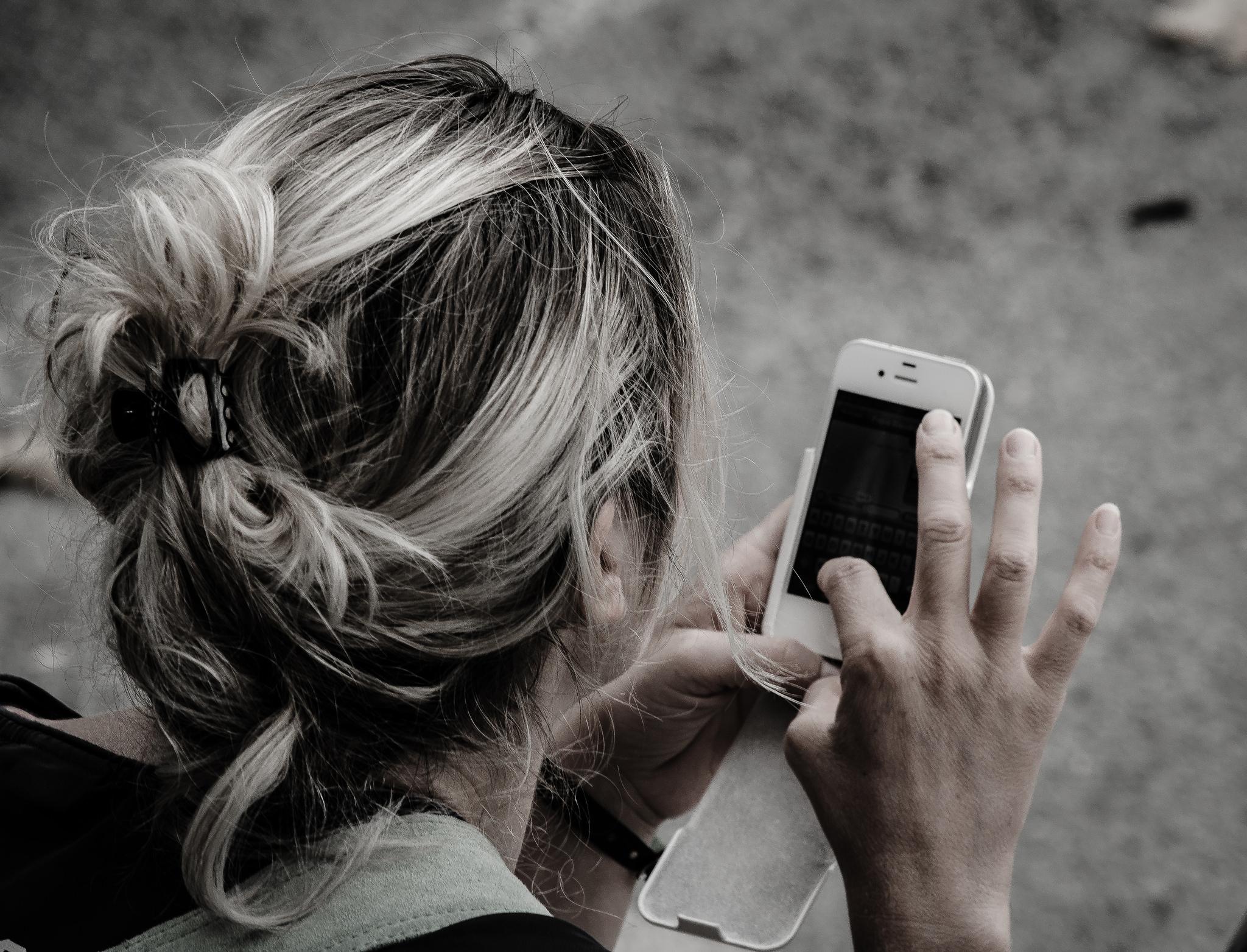 Az okostelefonon élő generáció nem szívesen megy bankfiókba, meg hát nincs is miért