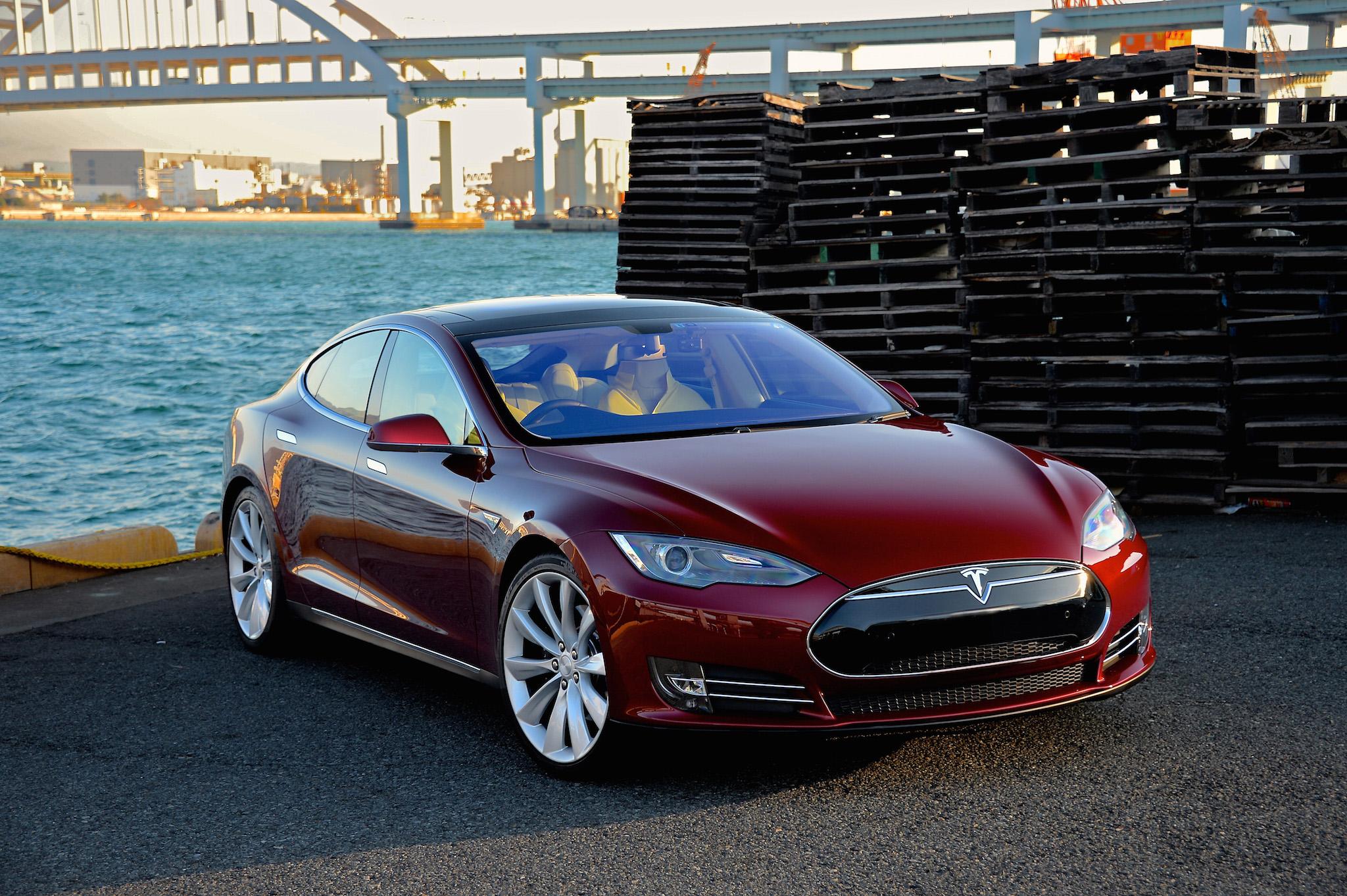 Elon Musk szerint a jövőben az autó pénzt kereshet nekünk, vagy legalább kifizeti a hitelét