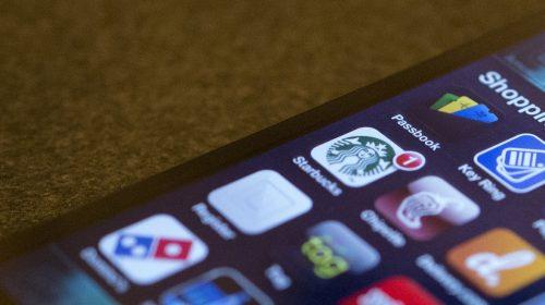 A mobilunk a tárcánk, a bankunk, a jelszavunk (Jason Howie / Flickr CC-BY)