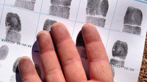 Alan Levine ujjlenyomatait akkor tárolták el, amikor helyettesítő tanárnak jelentkezett az Egyesült Államokban