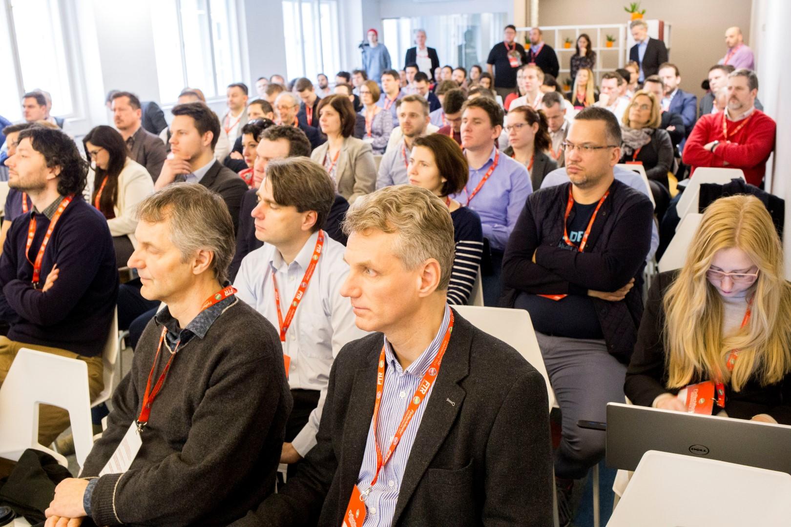 Így néz ki, amikor sok ember fintech előadást hallgat (Fotó: Pál Anna Viktória / FTR)