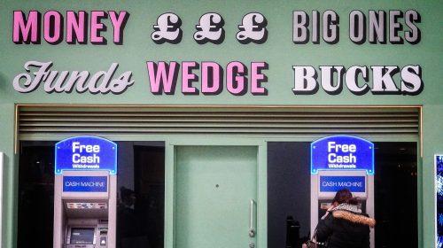 A bankautomata számos változáson ment át, eddig mindent túlélte (Fotó: Garry Knight / CC-BY)
