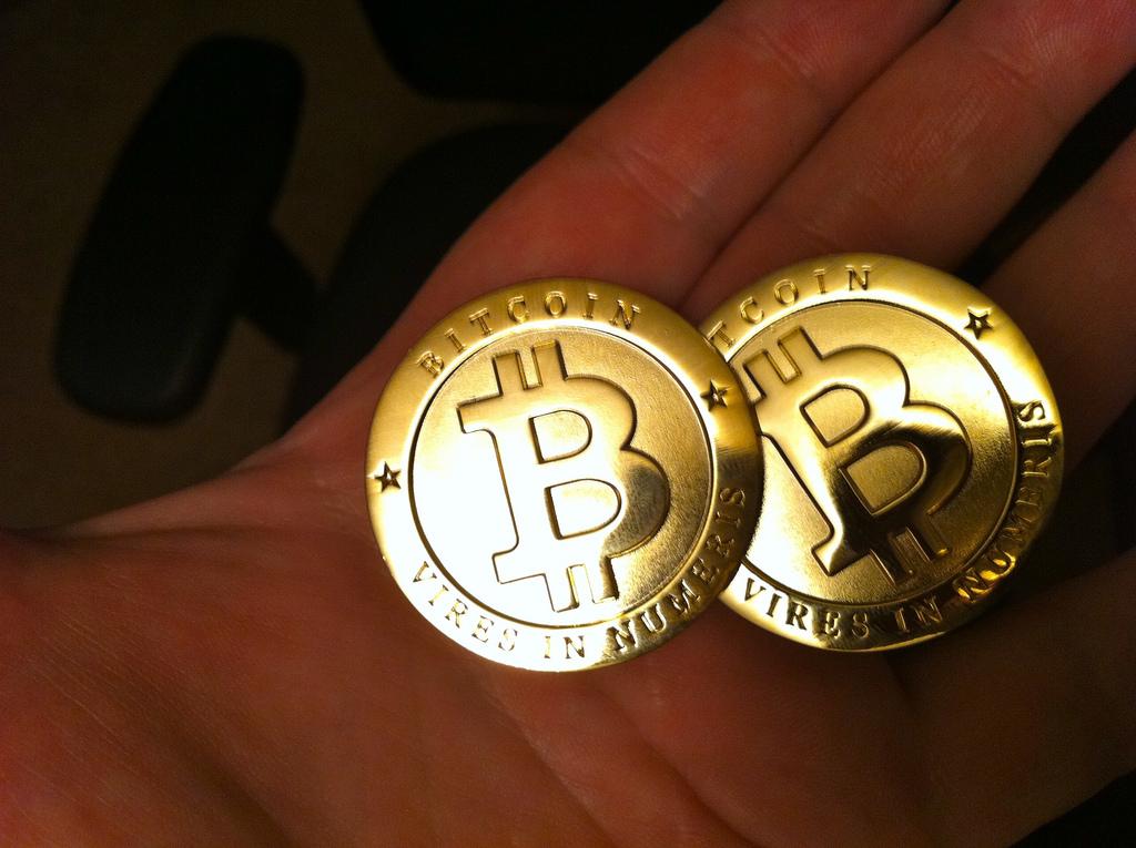 Ez a képen jó eséllyel egy dísz Bitcoin, ami nem ér 2300 dollárt (Fotó: Zach Copley / CC-BY-SA)