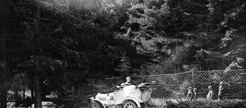 Sokáig az automobil is úri huncutság volt (Fotó: Fortepan / Zichy)