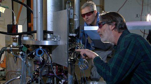 A NIST amerikai szabványügyi hivatal atomórája hozzáadott fizikusokkal