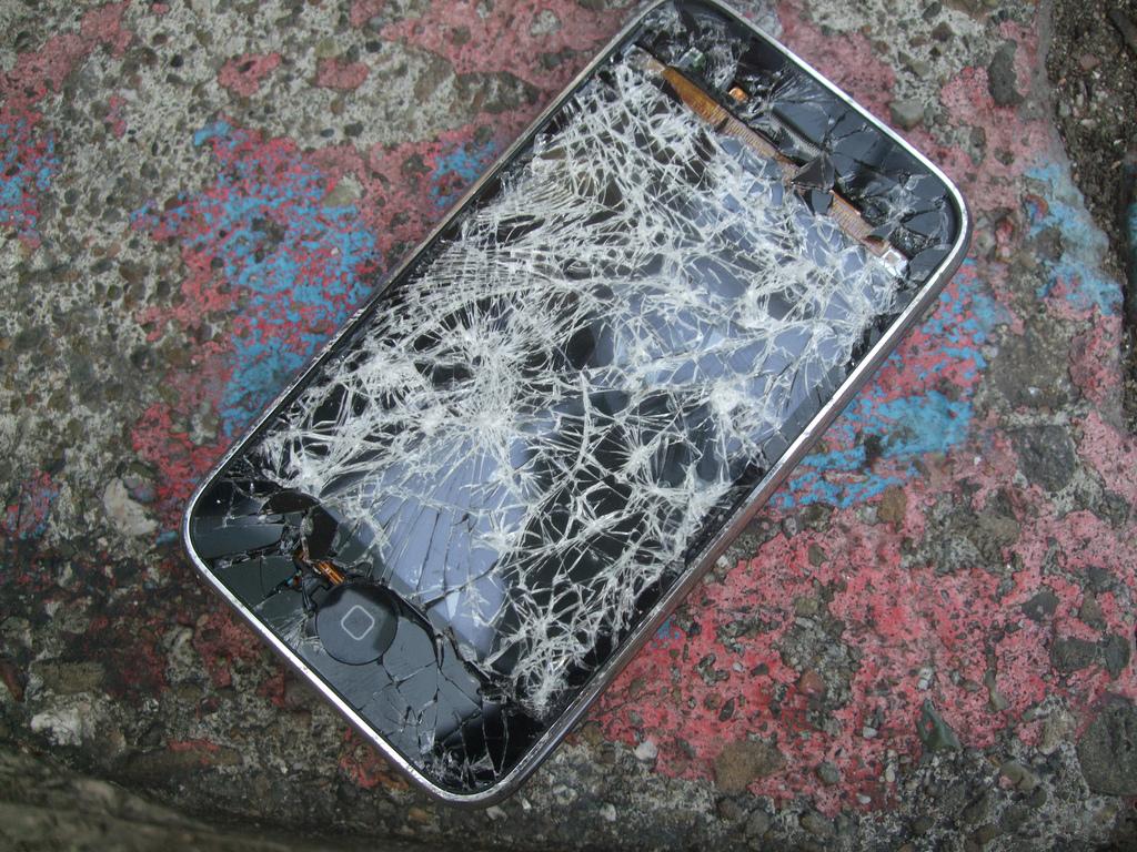 Ennek a telefonnak például már mindegy (Fotó: Andrew Mager / CC-BY)